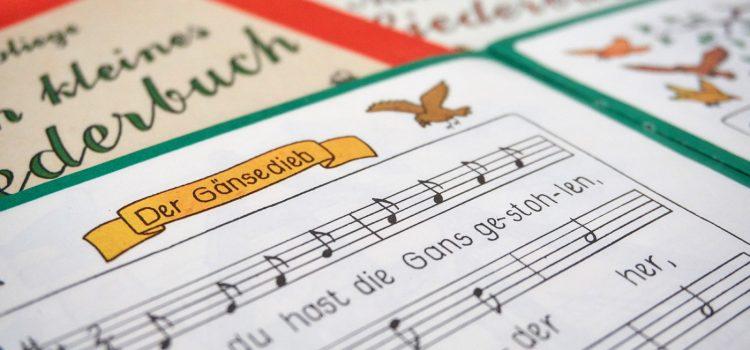 Diese Lieder liebt unser Kind mit 18 Monaten